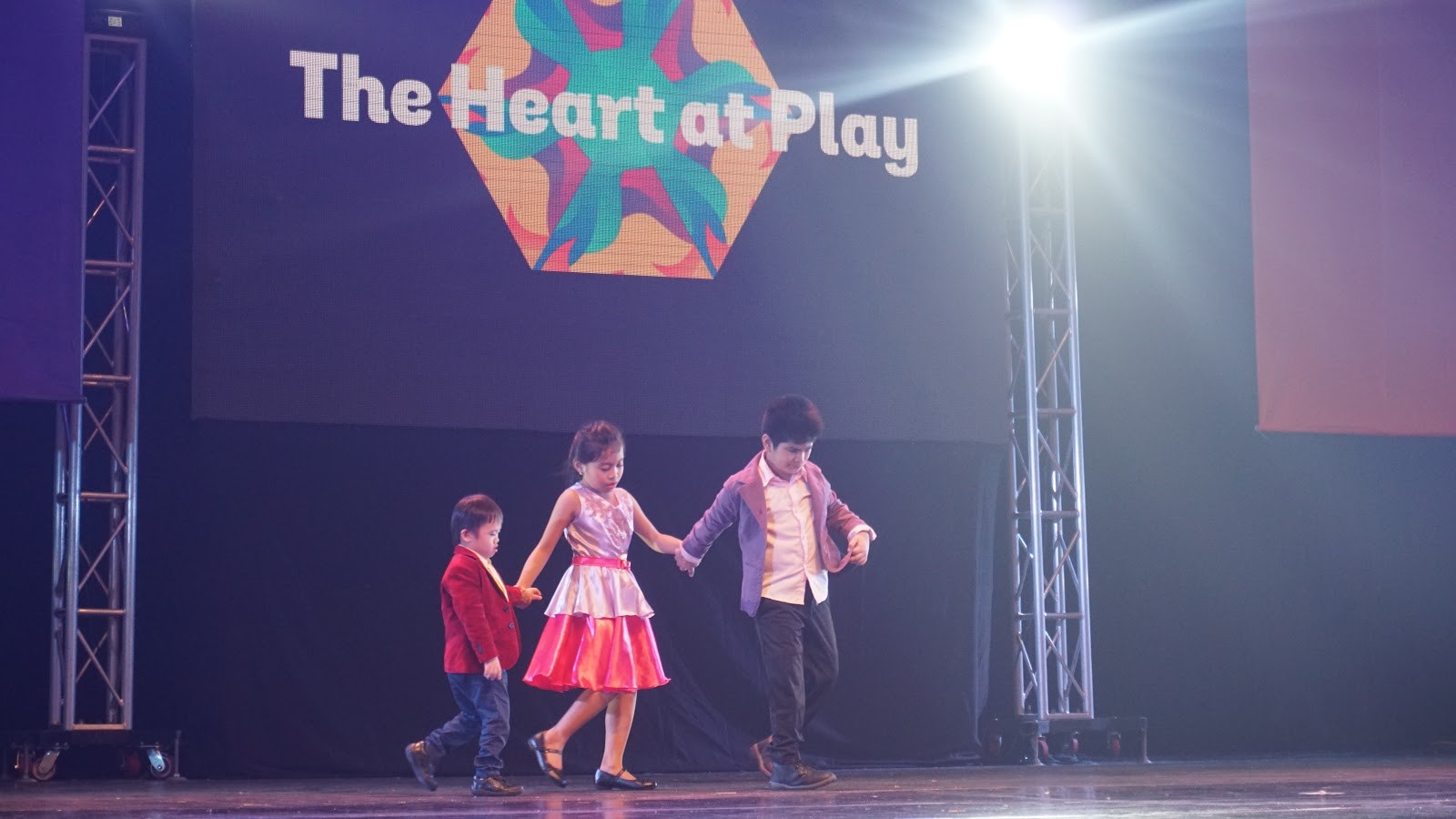 Three children star in the opening number of 'The Heart at Play' Foundation's performance.  Photo by Angelica Yang/Rappler