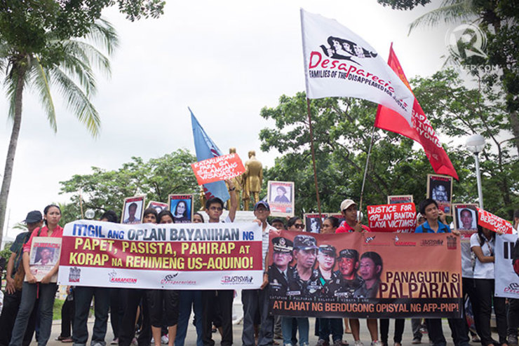 Protesters against former Maj Gen Jovito Palparan Jr. at the Bulacan Regional Trial Court, 1 September 2014. Photo by Carlo Gabuco