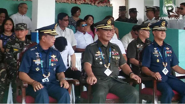 THE CHIEFS. Outgoing Central Command chief Nicanor Vivar (seated left) retires after 38 years in the military. Seated next to Vivar is AFP Chief Ricardo Visaya and incoming Central Command Chief Raul Del Rosario