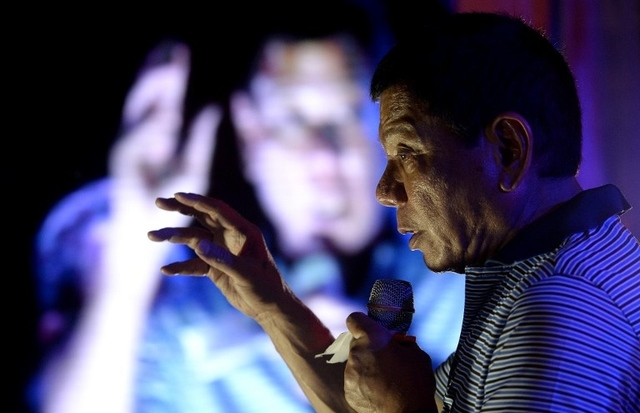 DIGONG. Philippine presidential front-runner candidate Rodrigo Duterte (C) states his political platform in front of his supporters during a campaign in Manila on April 23, 2016. Photo by Noel Celis / AFP