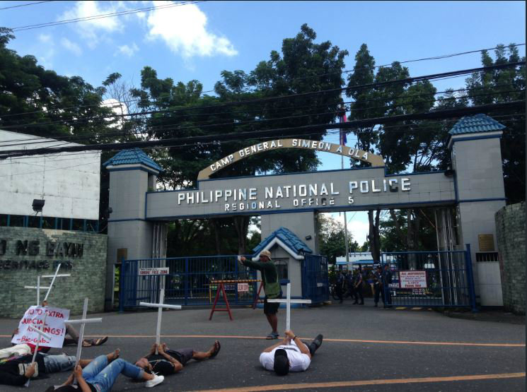 LEGAZPI PROTEST. Protesters in Legazpi, Albay, stage a protest in front of the PNP Regional Office 5. Photo by Twitter user @totoongtope