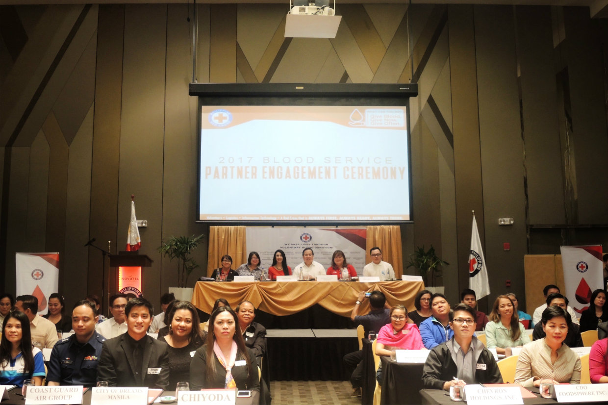 BLOOD DONORS. Over 60 organizations sign a memorandum of agreement with the Philippine Red Cross, allowing their staff to donate blood yearly. Photo by Marian Plaza/Rappler
