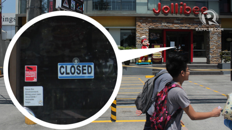 BACK TO BUSINESS SOON. The Jollibee Katipunan branch was closed on Thursday, August 13 at around 11 a.m. But this, among other outlets that temporarily closed will reopen Sunday, August 17, Jollibee says in a statement. Photo by Mick Basa / Rappler.com