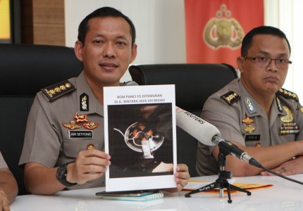 TERRORISM. Police show evidence from their foiled attempt during their press conference where they also announced Bahrun Naim's alleged whereabouts. Photo from Antara