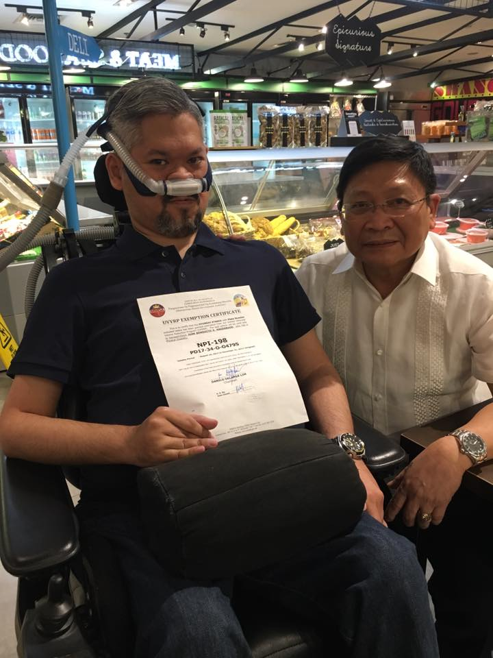 RECEIVED. MMDA Chairman Danilo Lim personally handed the Coding Exemption Certificate to Juan Magdaraog after the latter believes that the traffic agency is no longer issuing exemptions. Photo from Juan Magdaraog/Facebook