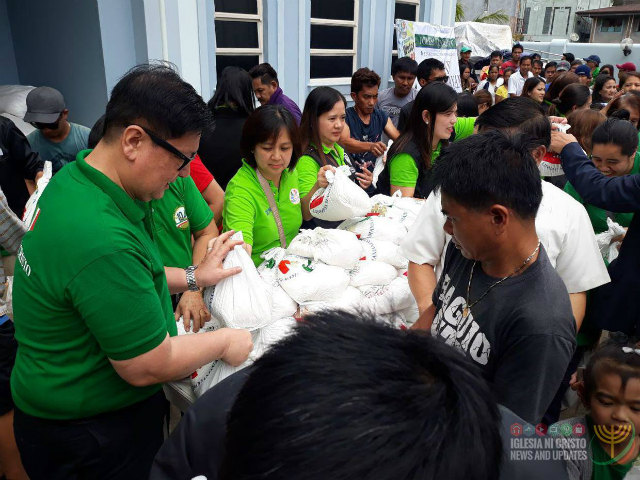 READY TO HELP. The Iglesia ni Cristo distributes relief goods in La Trinidad, Benguet, to help victims of Typhoon Ompong (Mangkhut). Photo from Iglesia ni Cristo News and Updates on Facebook