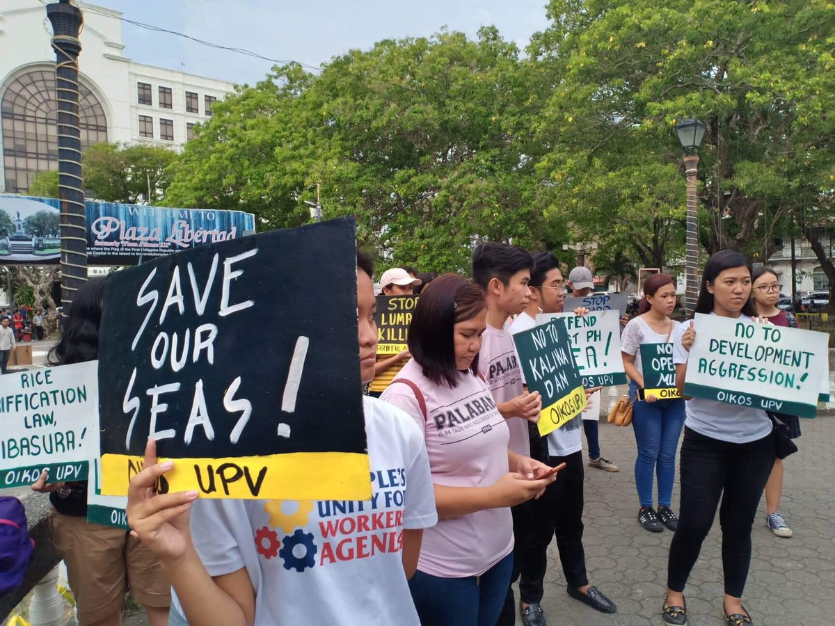 CALL TO ACTION.Ilonggos join the Youth Strike for Climate PH at Plaza Libertad. Photo by Joan Loja