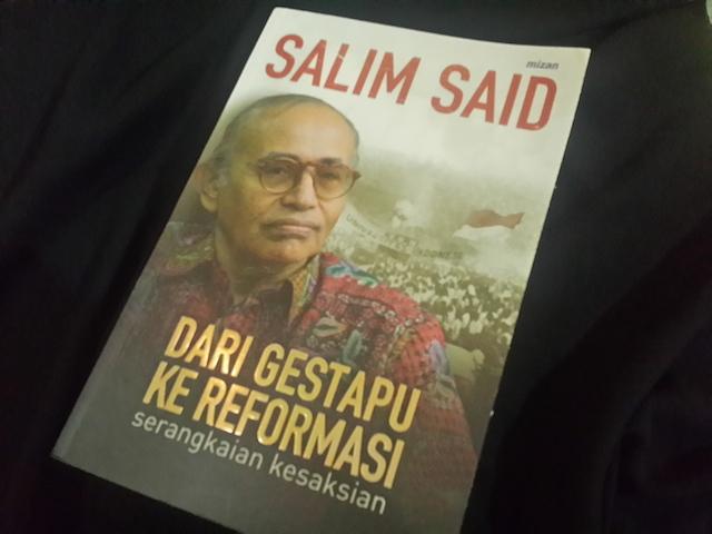Sampul buku 'Dari Gestapu ke Reformasi' yang ditulis oleh pakar kemiliteran Salim Said. Foto oleh Uni Lubis