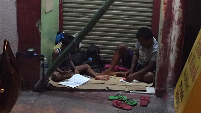 VIRAL. In this photo that made rounds online, Tatay Efren and 10-year-old Fren-Fren are seen studying despite not having a roof over their heads. Photo from Mildred Yu