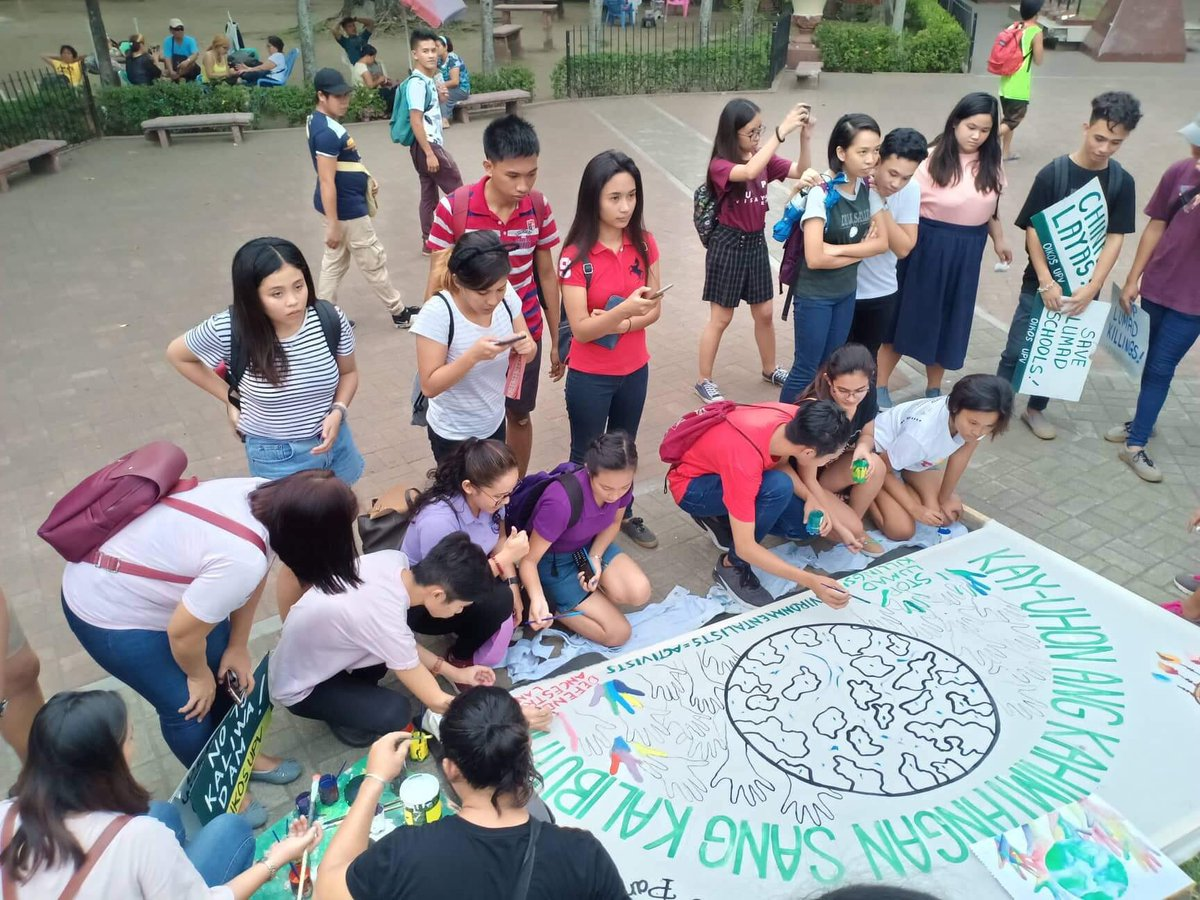EXPRESSED THROUGH ART. The youth of Iloilo participate in an art workshop organized by local art group Pugad to express their battle for climate justice. Photo by Carl Don Berwin