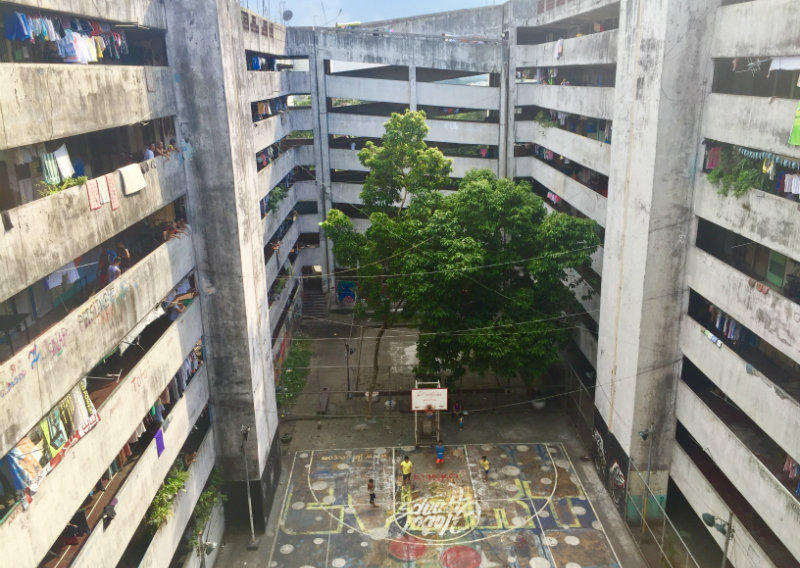 TENEMENT BUILDING. The 11-storey mass housing project is home to at least a thousand residents. Photo by Raisa Serafica/Rappler