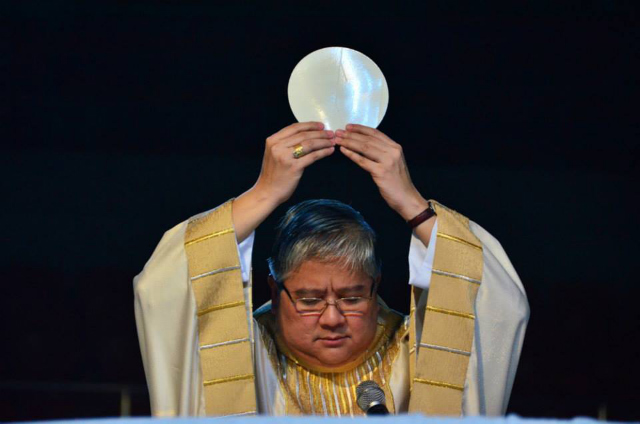 DENOUNCING CLERICALISM. In a statement on January 1, 2015, Lingayen-Dagupan Archbishop Socrates Villegas criticizes priests who live luxurious lives as the Catholic Church marks the Year of the Poor. File photo by Noli Yamsuan/Archdiocese of Manila