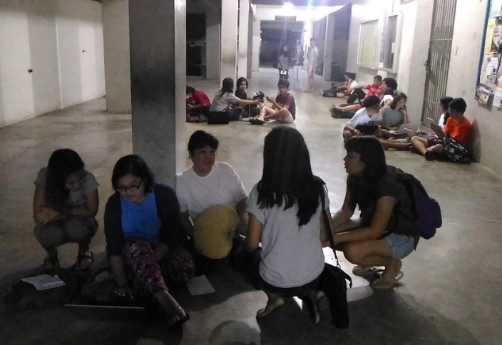 CAMP OUT. UP Los Baños enrollees hold an overnight camp out as the university's new online registration system suffers downtime. Photo courtesy of UPLB University Student Council