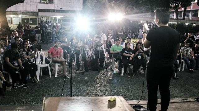 REFLECTION. Jomar Alvarez of Ateneo ENTAblado delivers a monologue to the crowd gathered at Ateneo de Manila University's' Kapihan Session on Monday, November 21. Photo by Alo Lantin/ Rappler