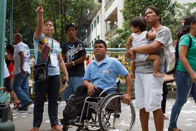 MORE DISCOUNTS. Persons with disabilities can enjoy VAT-free purchases starting Friday, December 23, 2016. Photo by George Moya/ Rappler