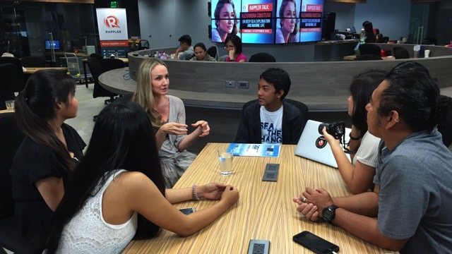 'IN YOUR HANDS'. Marine environmental advocate Alexandra Cousteau talks about her life and work with UP MBS students. Photo by Zak Yuson/Rappler