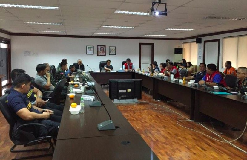 NDRRMC RESPONSE. DSWD Assistant Secretary Hope Hervilla and OCD Assistant Secretary Demosthenes Santillan convene the NDRRMC's response cluster to prepare for the Feast of the Black Nazarene and Tropical Depression Auring on January 8, 2017. Photo by Voltaire Tupaz/Rappler