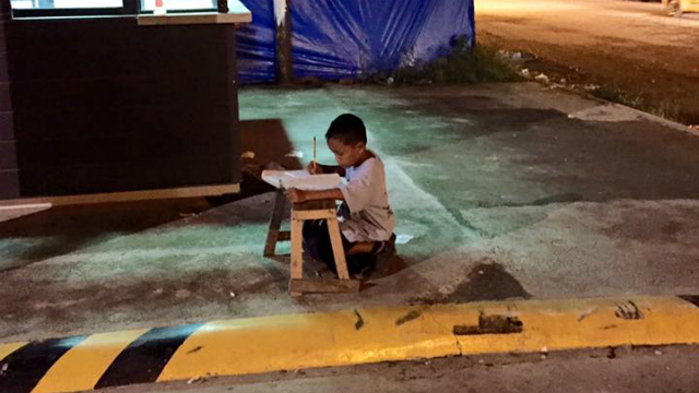 VIRAL PHOTO. Daniel Cabrera studies in deep concentration along a sidewalk near McDonald's branch in Mandaue City in Cebu. Photo from Joyce Torrefranca's Facebook account