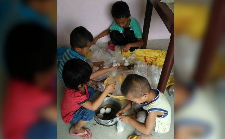 HELP. Young and old, Balo-i residents mobilize the community to prepare and distribute food for those affected by the Marawi clash