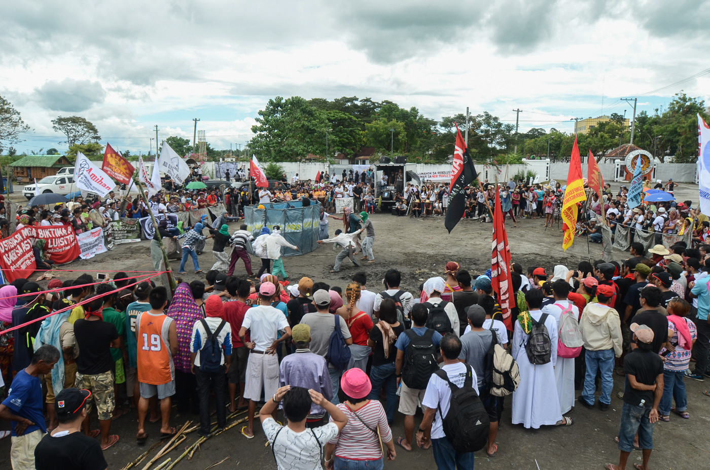 REENACTMENT. Cultural activists from TABLU reenacts the confrontation between the military and farmers during infamous Hacienda Luisita massacre. All photos by Dax Simbol/Rappler