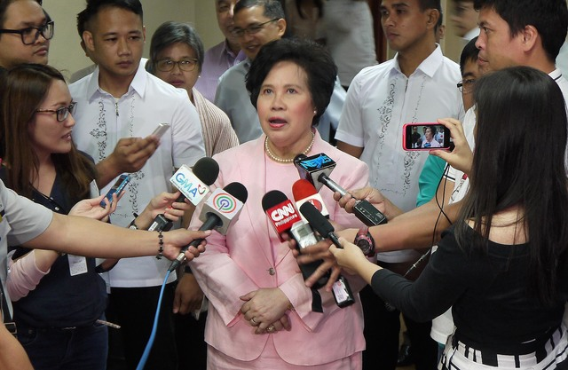 'SENATE VICTORY.' Senator Miriam Defensor Santiago hails the Senate vote against the Philippine-US military deal. Photo by Alex Nuevaespaña/Senate PRIB
