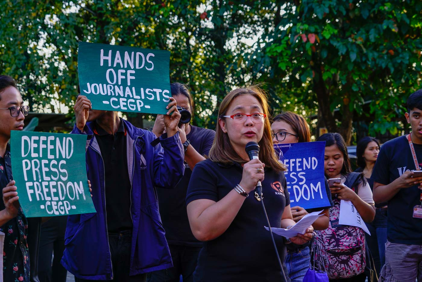 SPEAK OUT. Rappler's Gemma Bagayaua Mendoza talks about how integral press freedom is to democracy in a protest at UP CMC Veranda on February 14, 2019. Photo by Maria Tan/Rappler