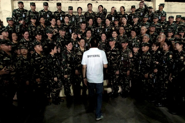 PEP TALK. President Duterte is mobbed by members of the Armed Forces of the Philippines (AFP) after delivering his speech at the AFP Medical Center on Tuesday, August 2, 2016. Photo by Robinson Ninal/PPD
