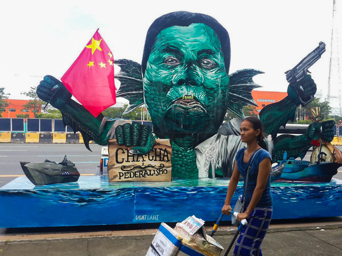 EFFIGY. 'Duterte-syokoy' effigy of President Rodrigo Duterte is spotted along Commonwealth Avenue. The effigy, according to art collective UGAT LAHI, represents Duterte selling out the West Philippine Sea to China. Photo by Enrico Berdos/Rappler