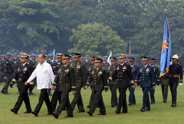 FINAL PARADE. The armed forces and their commander-in-chief, June 27, 2016, Camp Aguinaldo. Photo courtesy of Malacañang Photo Bureau