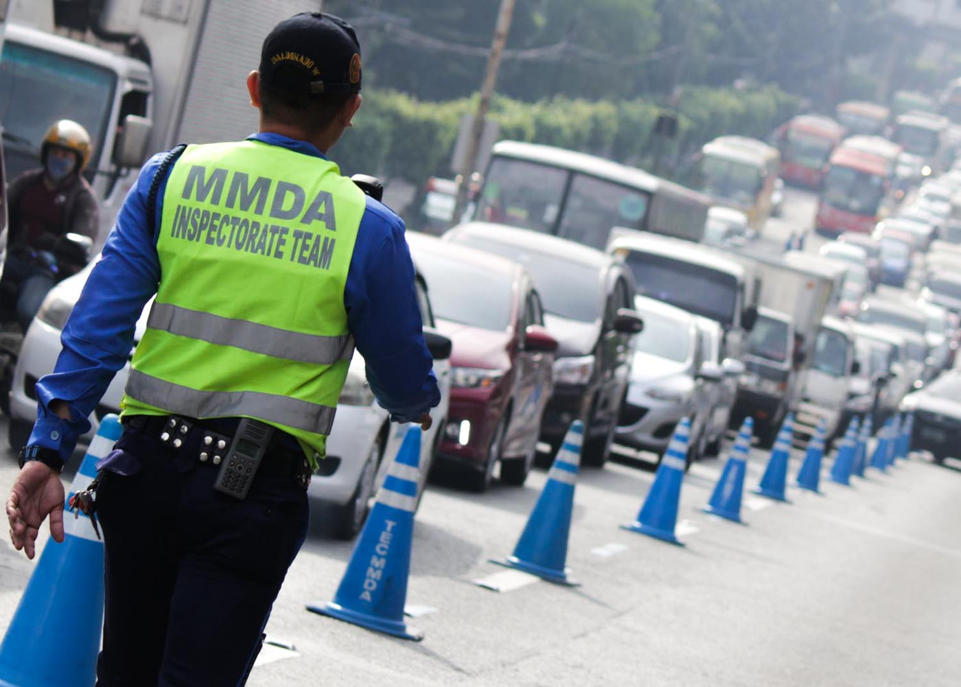 MANAGING ROADS. An MMDA enforcer manages traffic along EDSA. Photo by Darren Langit/Rappler