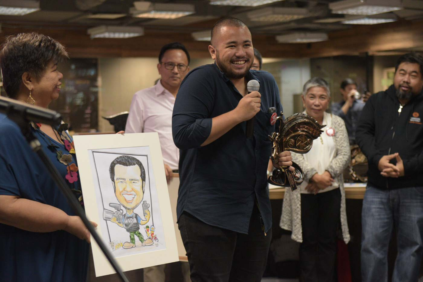 FREE PRESS. Award-wining photojournalist Ezra Acayan is recognized during the SIKATO on Thursday, December 6, for his excellence and courage in producing stories related to President Rodrigo Duterte's drug war. Photo by Leanne Jazul/Rappler