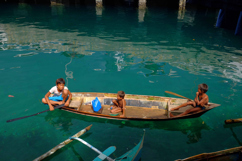 SAMA DILAUT. Badjao children on a boat in Zamboanga. Photo by Bobby Lagsa/Rappler