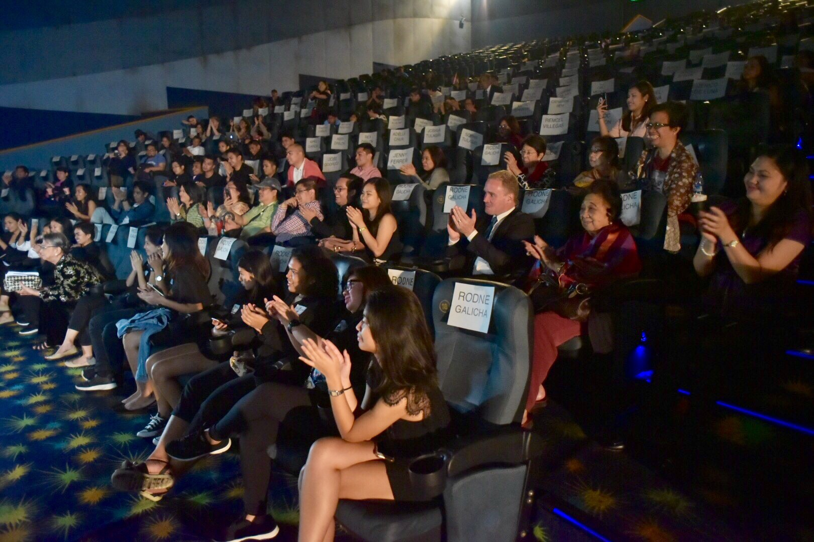 """BE INCONVENIENT. Several environmental advocates attend the premiere screening of the """"An Inconvenient Sequel: Truth to Power"""" in the Philippines. Photo by Leanne Jazul/Rappler"""
