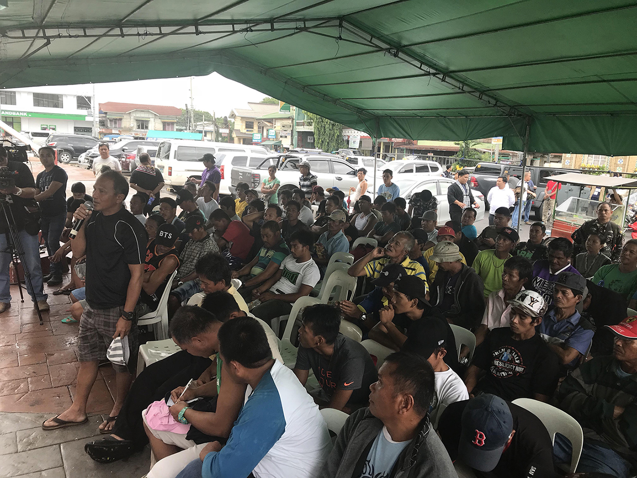 DIALOGUE. The Philippine Navy and the Zambales provincial government gather fishermen on June 14, 2018 to discuss actions of the China Coast Guard in Scarborough Shoal. Photo by Randy Datu