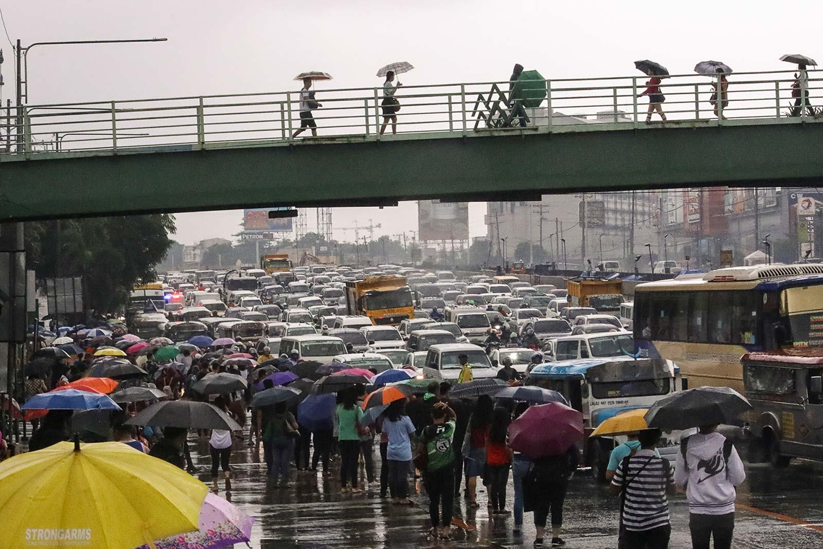 COMMONWEALTH Avenue, Quezon City. Photo by Darren Langit/Rappler