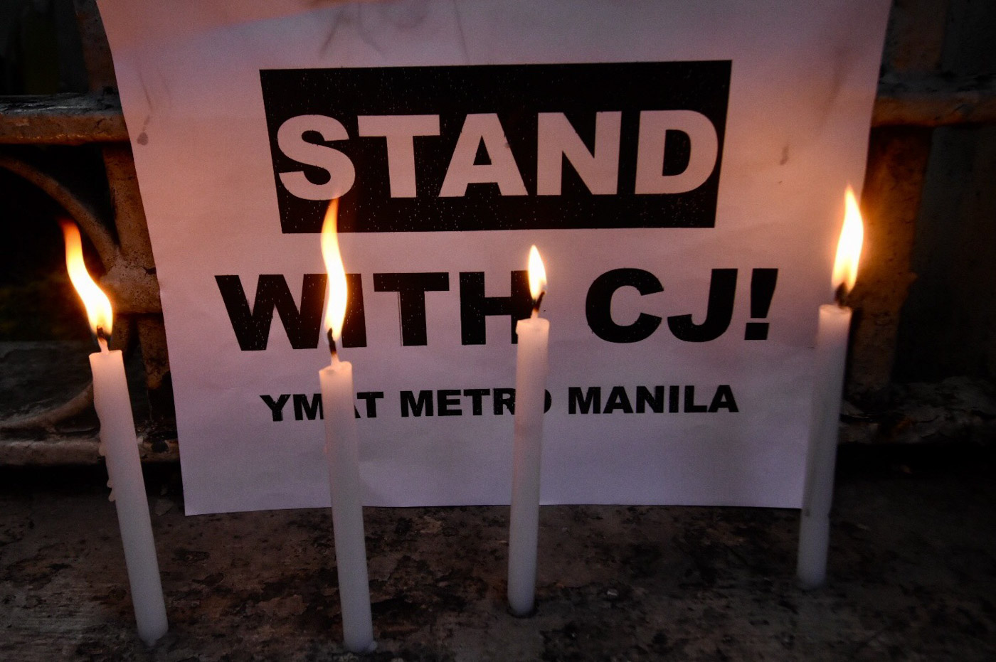 RISE. Students from UP Manila, Far Eastern University and Technological University of the Philippines held a lightning rally in front of the Supreme Court to denounce the high tribunal's decision to oust CJ Sereno thru Quo Warranto. Photo by Angie de Silva/Rappler