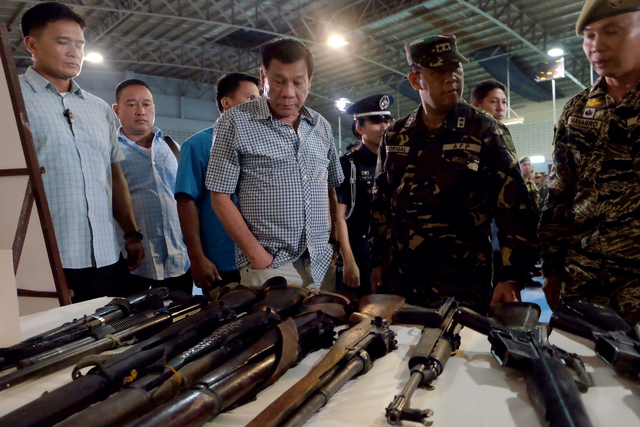 'BE PREPARED.' President Duterte inspects firearms at Camp Edilberto Evangelista in Patag, Cagayan de Oro City on August 9. Photo by Kiwi Bulaclac/PPD