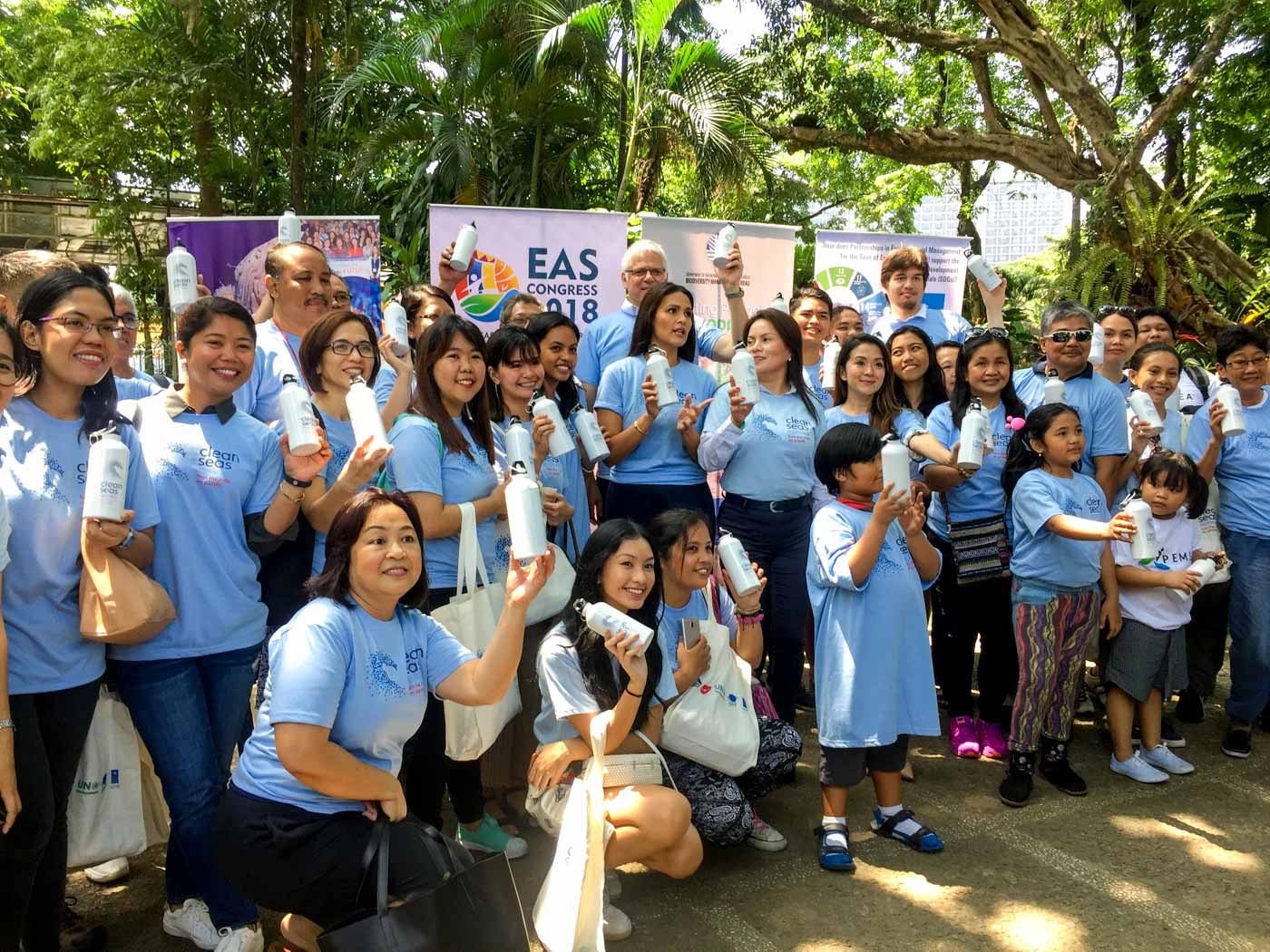 LESSEN PLASTIC. Environmental advocates, government officials and NGOs proudly shows their reusable CleanSeas tumblers as they urge the ban of single-use plastics. Photo by Bong Santisteban/Rappler