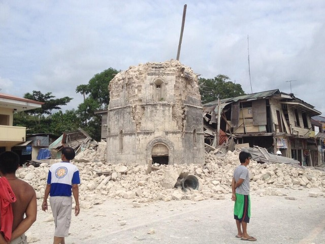 earthquake-central-visayas-1012013-AFP-RobertMichael-Poole-5_5B0B4AEAECA341F28B1DD24F05180F7D - 7.2 quake hits Bohol - Philippine Business News