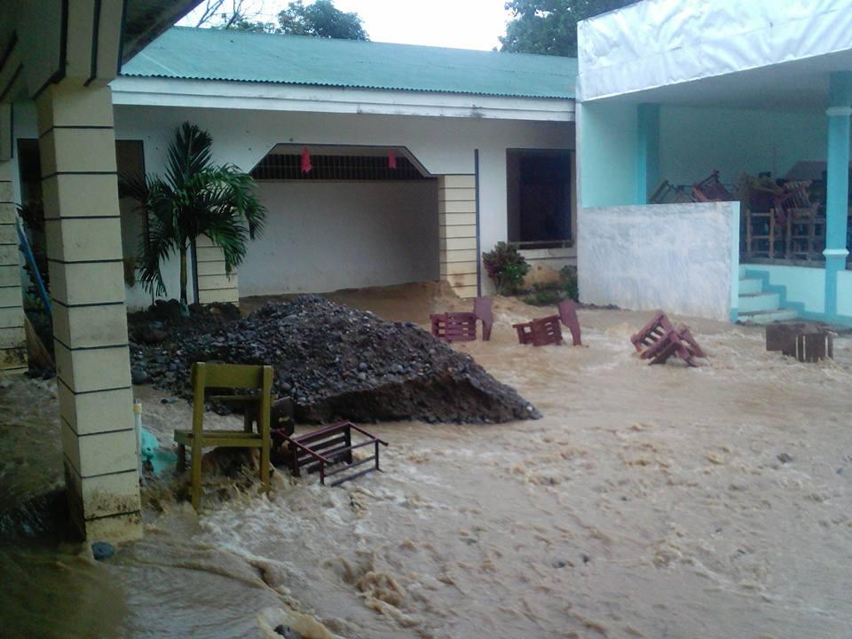 HEAVY FLOODING. Agaton brings heavy rains over the province of Biliran. Photo by Rafael Medalla