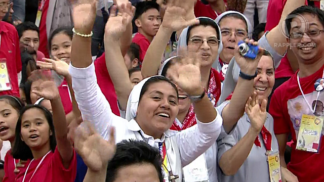 MORE WOMEN, PLEASE. Pope Francis sees women in the crowd. But he was hoping to see more. Screengrab by Rappler