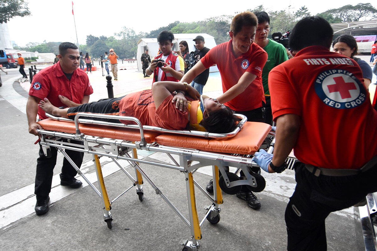 RESCUE. Philippine Red Cross volunteers respond to a victim of collapsed structure. Photo by Angie de Silva/Rappler