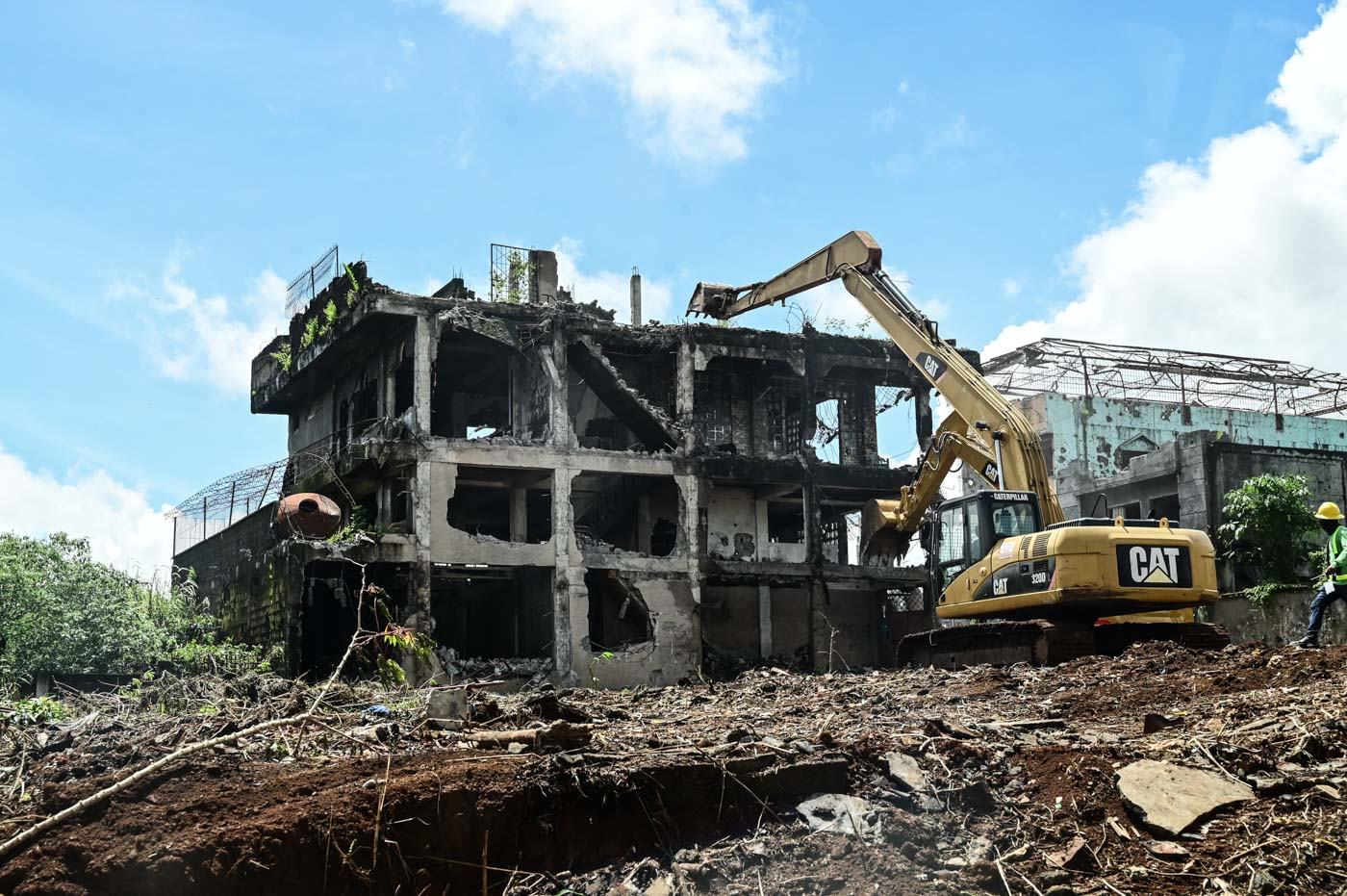 WE NEED TO DO MORE. Demolition site in the most affected area in Marawi City. Photo by Alecs Ongcal/ICRC