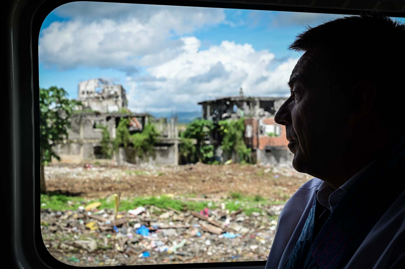 TOUR. Maurer tours around the city and sees the the devastation in the most affected area (MAA) of Marawi City, Lanao Del Sur. Photo by Alecs Ongcal/ICRC
