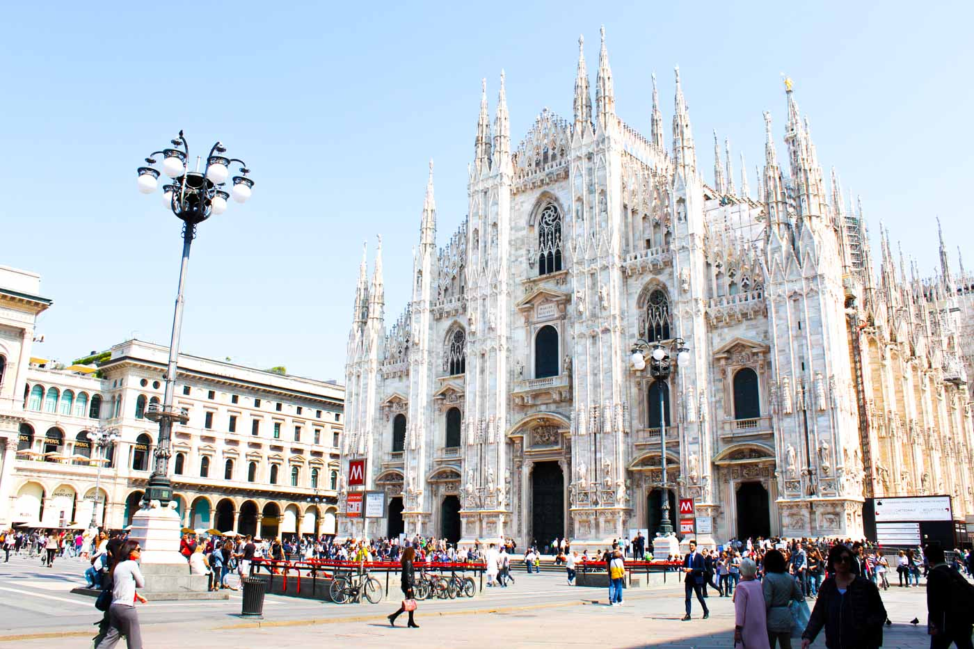 MELTING POT. Many OFWs can be seen hanging around the Milan Cathedral on their days off. Photo by Don Kevin Hapal/Rappler