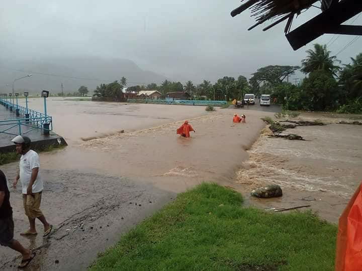 TORRENTIAL RAINS. Flloods in Catanduanes cause landslides.  Photos Jessica Templonuevo
