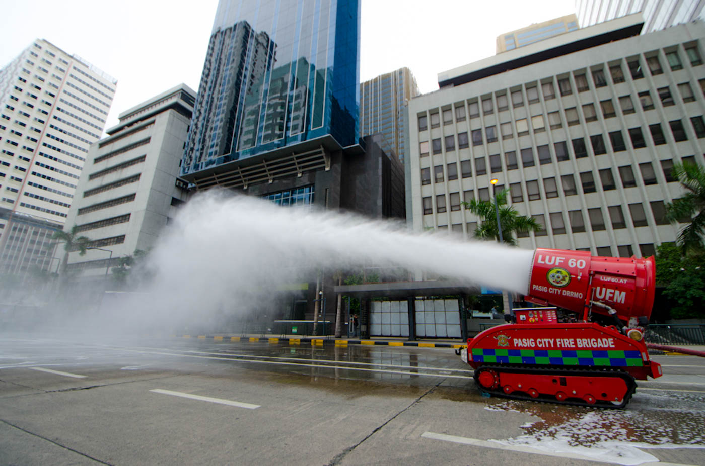 MMSHAKEDRILL. LUF60 unmanned fire fighting machine being used during the #MMShakeDrill in Ortigas Center, Pasig City. Photo by Rob Reyes/Rappler