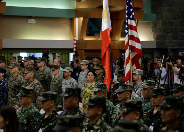 PARTNERS. Military troops from the Philippines and US hold up their respective national flags during opening rites of the Philippines-US Balikatan Exercise in Quezon City on April 20, 2015. File photo by Ritchie Tongo/EPA