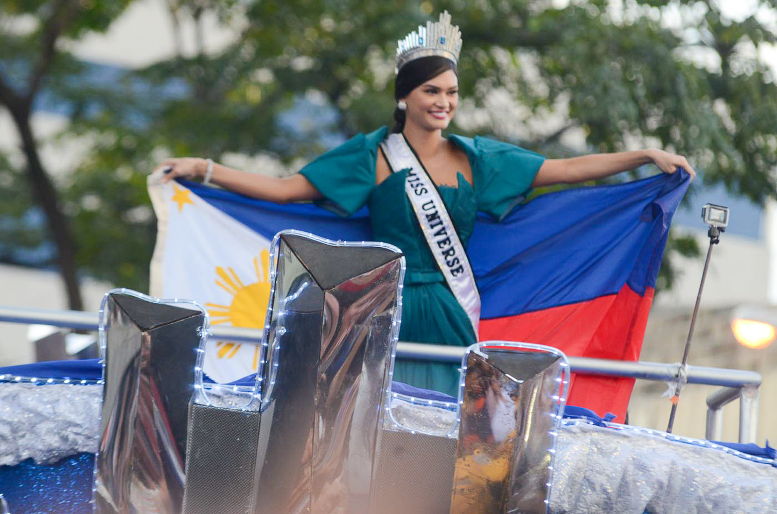 MISS UNIVERSE. Pia Wurtzbach at the Makati leg of her grand homecoming parade on January 25, 2016. File photo by Alecs Ongcal/Rappler