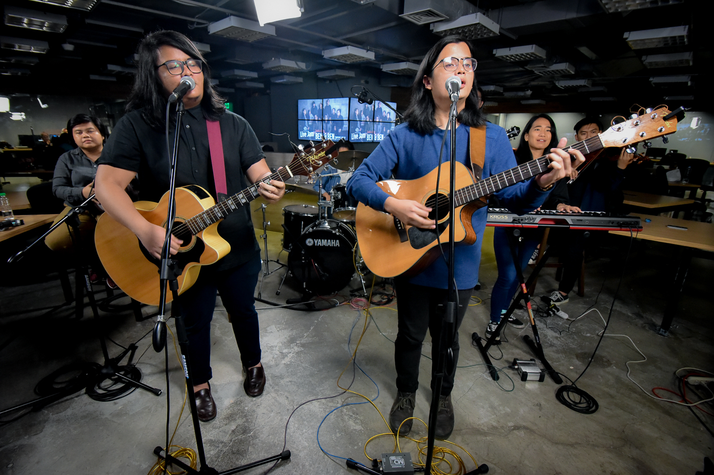 MOVING PERFORMANCE. Ben&Ben perform on Rappler Live Jam in August 2017. The singer-songwriters recently played for a fan battling cancer. File photo by Leanne Jazul/Rappler